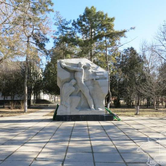 Вертикальные памятники Прохладный Лампадка из габбро-диабаза Соликамск